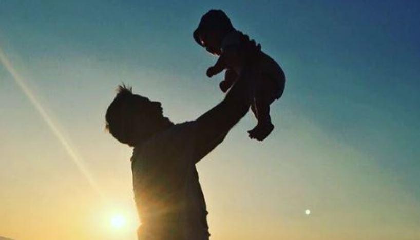 Каков татко, таков син: Даниел Кајмакоски ги стопи обожавателите со фотографија од синот!