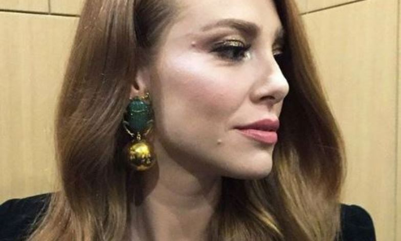 """Божица во златно: Дефне сјаеше од раскош на втората премиера на """"Време за среќа"""" во Анкара!"""