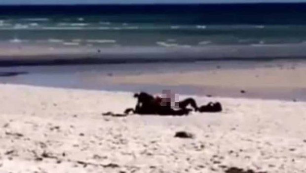 Жестока акција на плажа  Отиде на капење  заврши на   јавање    ВИДЕО 18