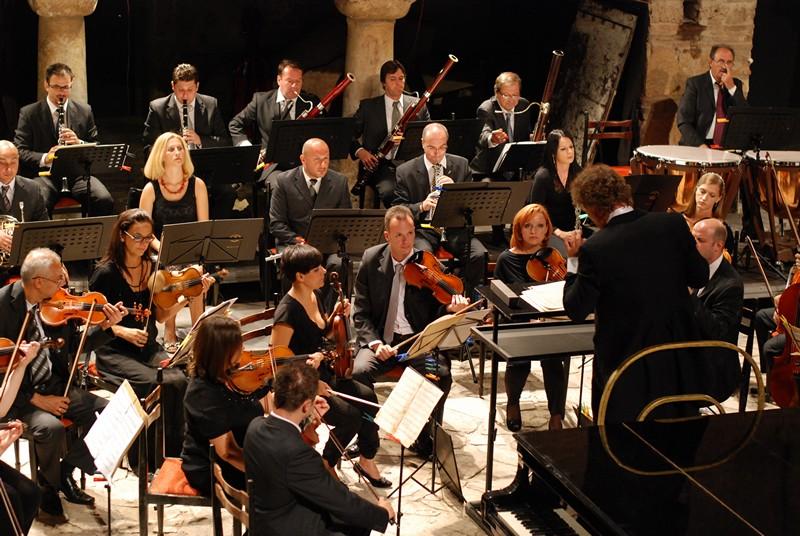 """""""Полноќни огномети"""""""": Гала-концерт на Македонската филхармонија"""
