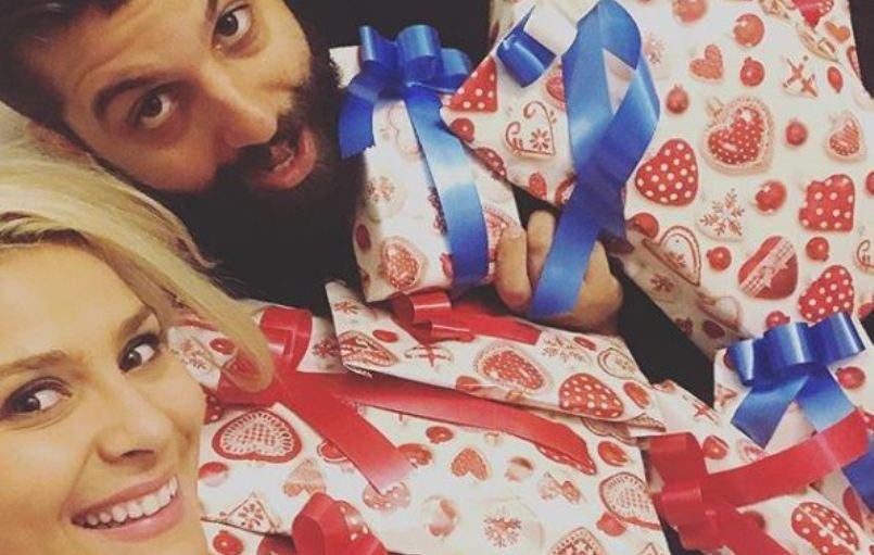 (ФОТО) Романтика во мракот: Вака изгледа интимното гнездо на Сара Мејс и Димитар!