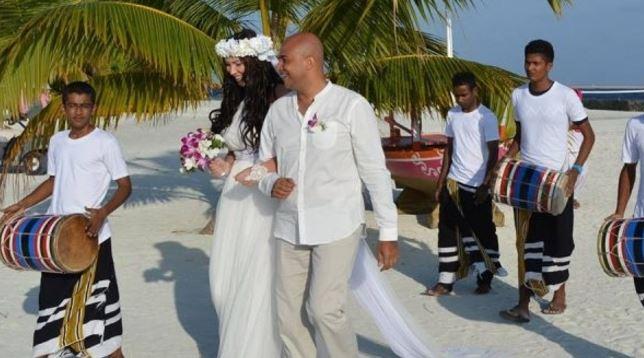 Таа е Mакедонка  а тој од Египет  Направија македонско арапска свадба на Малдивите