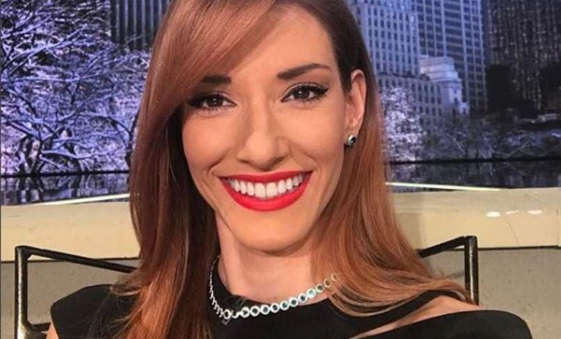 (ФОТО) Стегната во хеланки и кадар во задникот: Јована Јоксимовиќ ги прошета близначките во јавност!