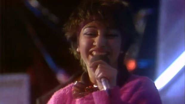 Пред 3 децении ја отпеа  Дечко  ајде олади   Денес има 51 година и еве како изгледа